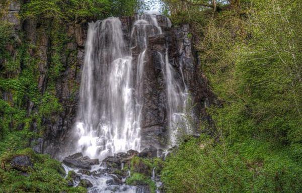 Livre : 400 cascades dans le Puy de Dôme