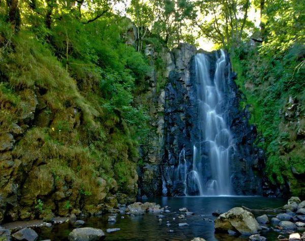 Une L�gende De La Cascade: Au Fil De L'eau…vergnat Le Lac Des Cascades