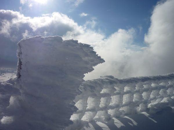 sommet du Puy de Dôme neige glace givre  hiver