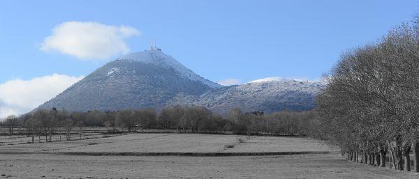 Puy de Dôme enneigé vu d'orcines 21 janvier 2014 (2)