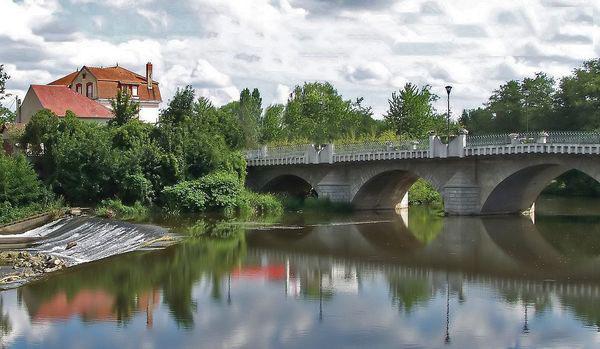 Saint-Pourçain-sur-Sioule le pont Charles-de-Gaulle