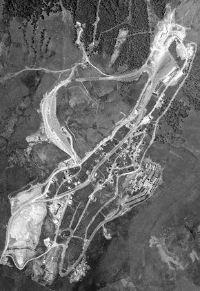vue aérienne super-besse lac des hermines sancy 1967 (290)