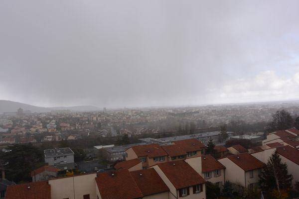 Vidéo et photo d'une averse grêligène sur Clermont-Ferrand