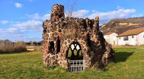 La Source de la Grotte ou Source Valois