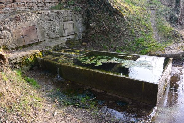 Lavoir fontaine margot