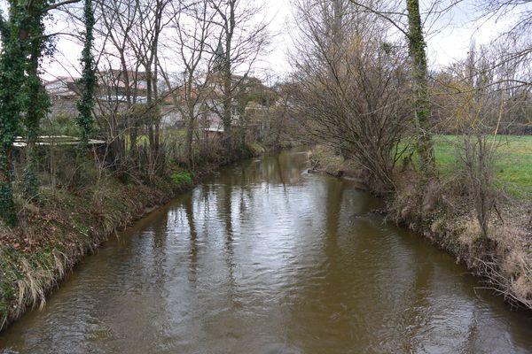 bourg Varennes sur Morges rivière