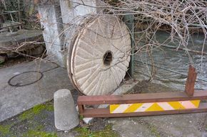 meule moulin Martres de Veyre 290