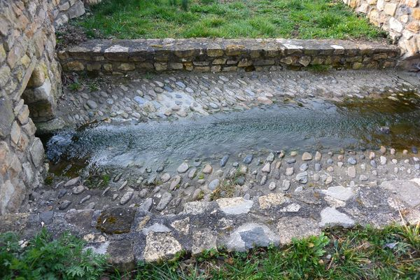 source fontaine margot canalisée