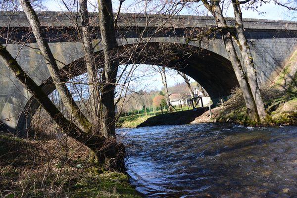 La Miouze au niveau du pont amont confluence Sioule