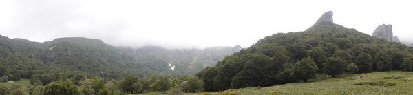Vallée de Chaudefour Dent de la rancune et crète du coq cascade de la Biche 600
