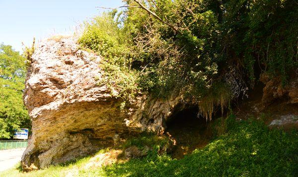 Grotte rocher source gîmeaux