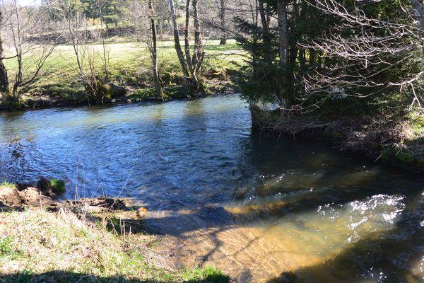 La confluence entre le Sioulot et la Sioule