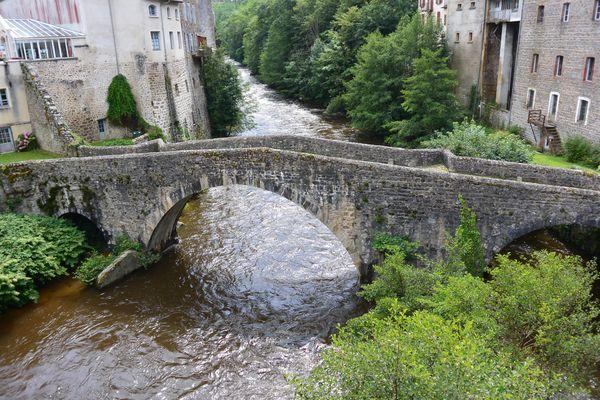 Pont médiéval olliergues (1)