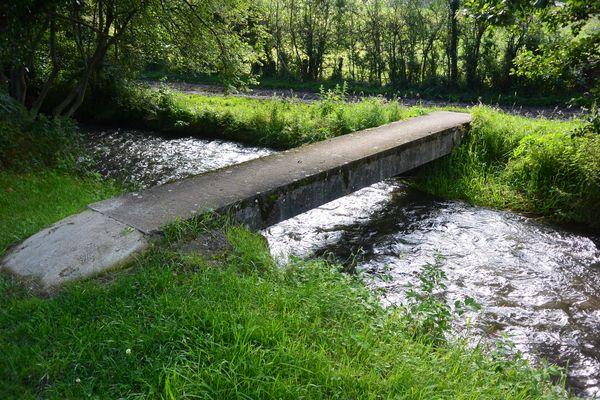 Saint Bonnet près Orcival pont sur la Sioule