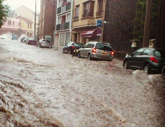 rue rivière torrent inondation clermont 9 aout 2014