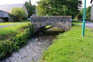 vieux pont en pierre Sioule Saintbonnet près Orcival (1)