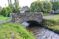 vieux pont en pierre Sioule Saintbonnet près Orcival (2) little