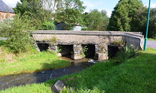 vieux pont routier Sioule Saint Bonnet près Orcival (4)