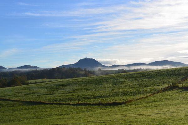 Puy de dôme brume coté ouest automne