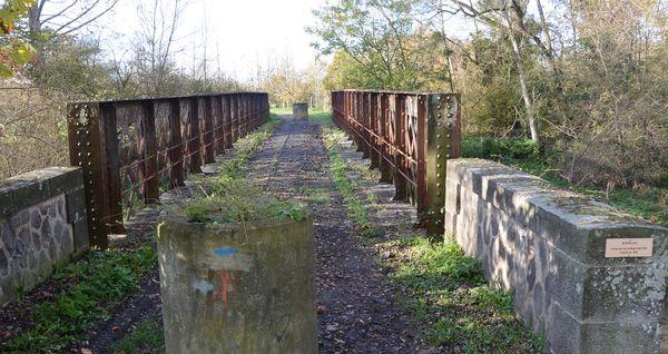 vieux pont metallique de Buxerolles (1)