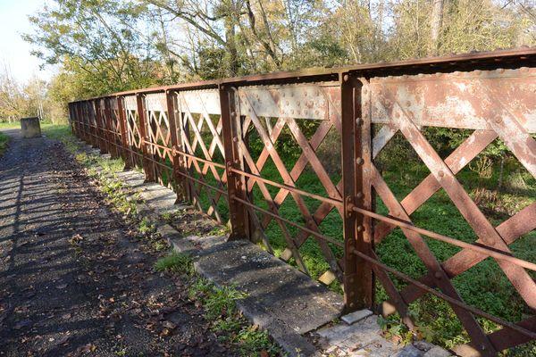 vieux pont metallique de Buxerolles
