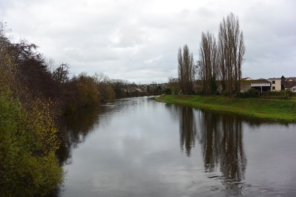 Le Cher et le Canal de Berry à Montluçon
