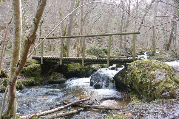 ponton ruisseau de romeuf