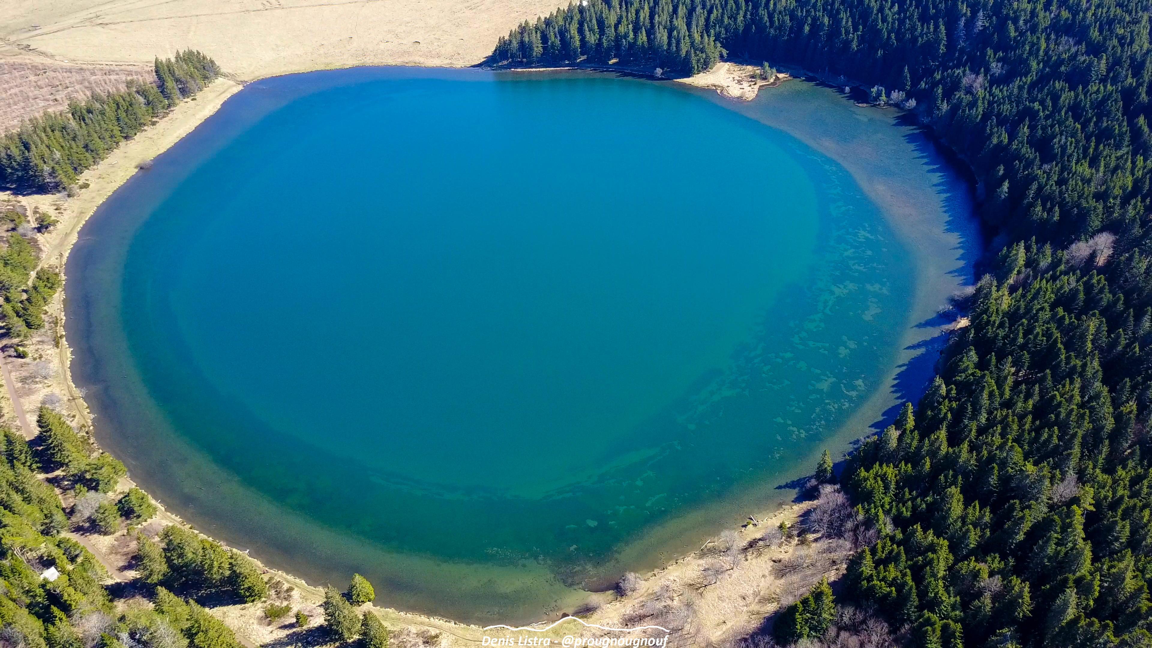 Vol au dessus du Lac de Servières