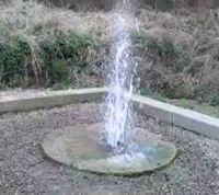 La source des gargouillères et le geyser de Lignat