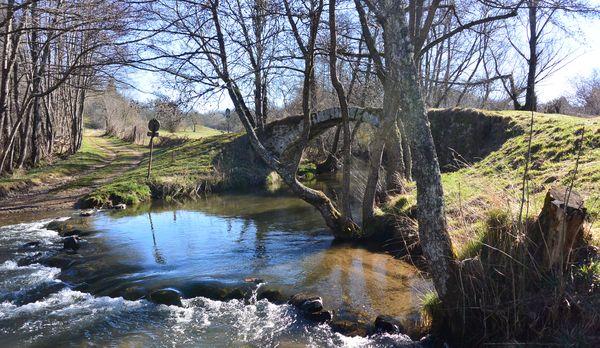 """Le pont """"dit"""" romain du Glavin sur la Sioule"""